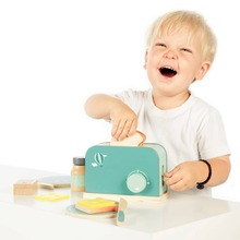 Does your child like to make breakfast? Now they can with our new kitchen accessories 😍!  #LabelLabel #WoodenToys #FSC #FSCWood #Wood #Ecological #Eco #Kids #Playing