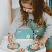 Sunday morning breakfast preppin'    📸 by @buruletz   #labellabel #woodentoaster #littlechef #woodentoys #minikitchen #pretendplay #kidsofinstagram